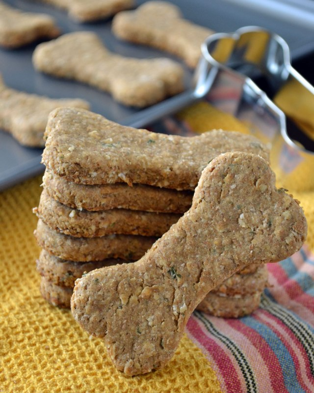 Peanut-Butter-Oatmeal-Dog-Treats